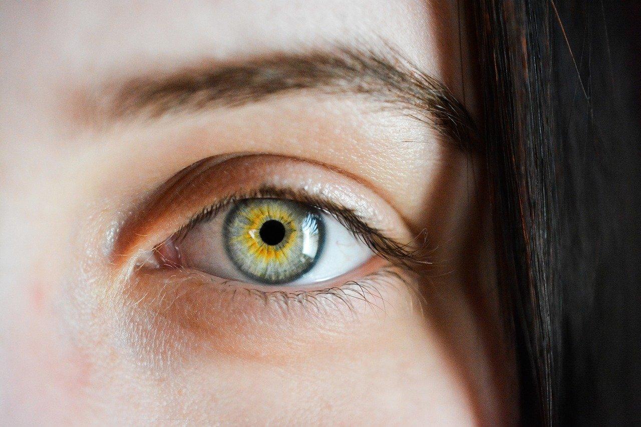 目からアンチエイジング。ブルーライトが及ぼす影響